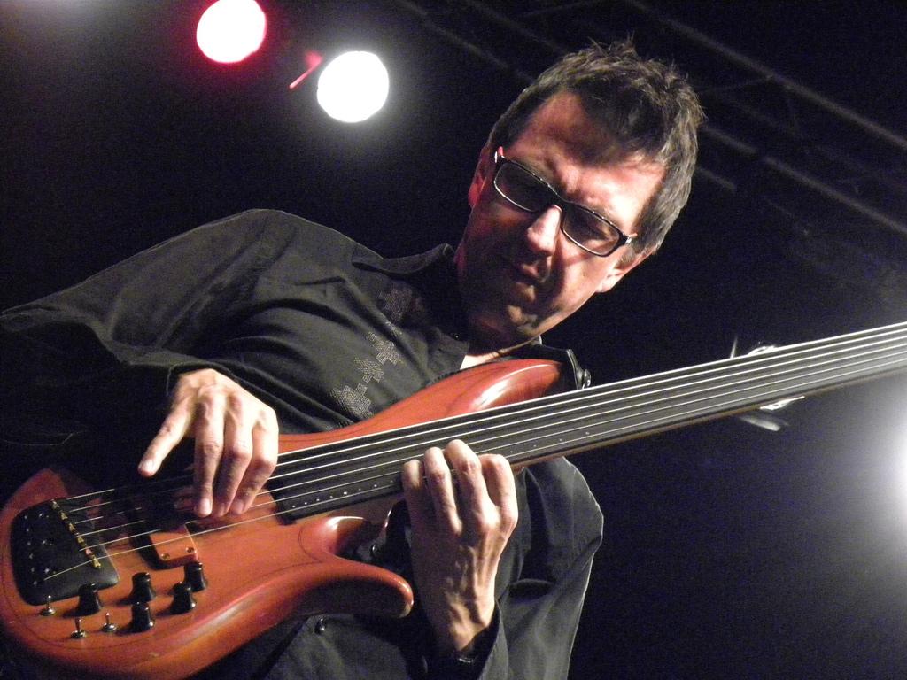 Comment jouer une mélodie à la basse (1)